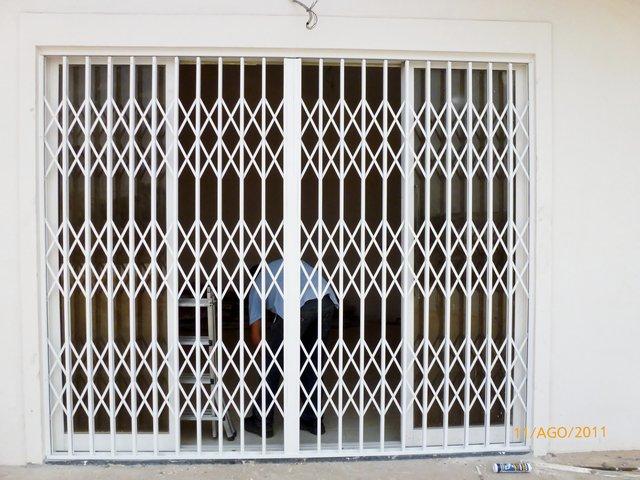 Grades fixas ou móveis para janelas em Paço de Arcos