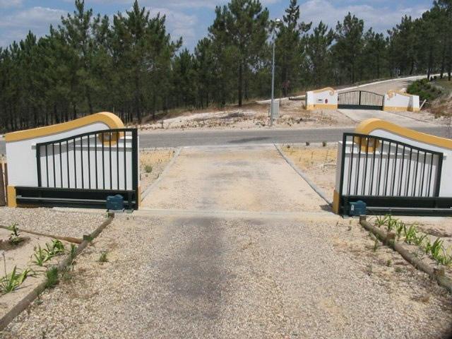 Portões de garagem em Azeitão seccionados, de correr, basculantes, de batente e de fole