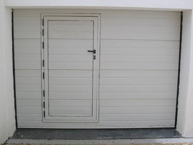 Assistência e reparação de portões de garagem Azeitão