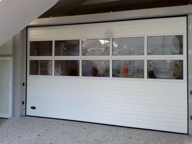 Venda e manutenção a portões seccionados em Montijo